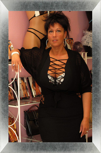 Photo de Christelle, responsable du Love-shop Sex-shop 'Tentations coquines' à Lagny-sur-Marne en Seine-et-Marne 77